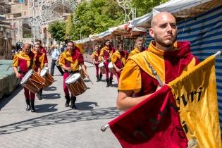 """Quest'anno i tamburi di Buccheri hanno aperto la processione degli ex-voto, gruppo composto da 16 elementi. This year the """"Tamburi of Buccheri"""" opened the ex-voto procession, a group of 16 percussionists."""
