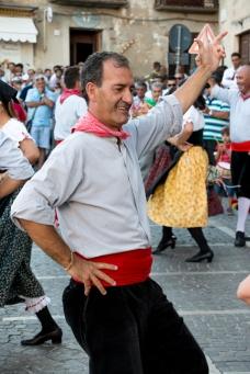 Il sabato pomeriggio spazio all'intrattenimento con il gruppo folkloristico nella piazza Umberto I. On Saturday afternoon it's time for some entertainment with the folkloristic group.