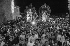 Avvenuta la riunificazione della Madre e del Figlio, ha inizio la processione con i fedeli per le vie del paese. After the reunification of the Mother and the Son, the procession begins with the believers around the streets of the town