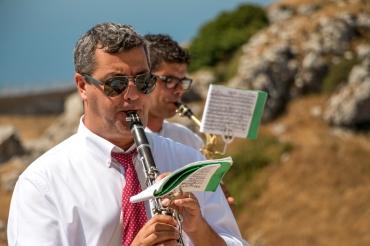 Una coppia di musicisti durante l'esecuzione di una marcia. - A couple of musicians during the execution of a musical march.