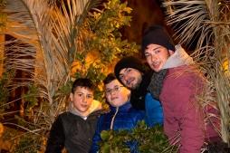 Alcuni dei ragazzi impegnati nell'addobbare le strade di Caltabellotta con le cime di alloro.