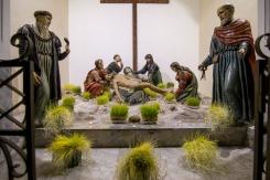 La stupenda opera di Antonino Ferraro del 1552 decorata con i lavureddi: i germogli di grano, o lenticchie e ceci, che decorano i sibulichi, cioè gli altari della reposizione.