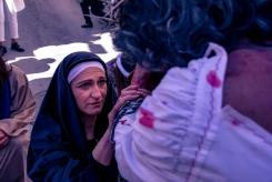 La Madre incontra il Figlio a metà della via IV Novembre.