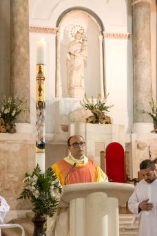 Padre Antonio Corda durante l'omelia della celebrazione.