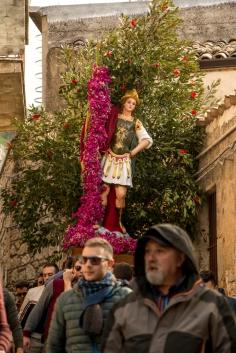 San Michele percorre quasi tutti i vicoli di Caltabellotta per annunciare la risurrezione di Cristo.