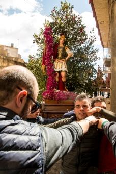 La ricerca e l'annuncio di San Michele prosegue per tutta la giornata di domenica. Un tempo nel pomeriggio avvenivano le rigattiate. La fazione opposta era guidata da San Sebastiano che riuniva tutti gli agricoltori ed i lavoratori in generale.