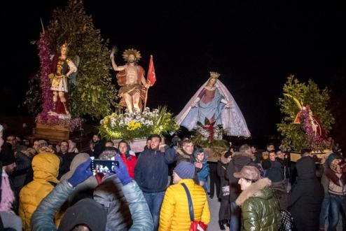 La Madre ritrova il Figlio Risorto, con l'esultanza di San Michele.